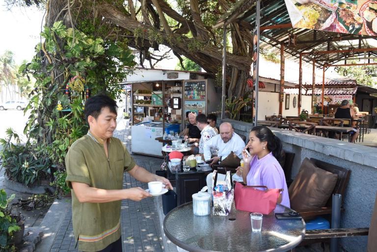 Branch Coffee Beach – Under the Banyan tree on Jomtien Beach Road 2